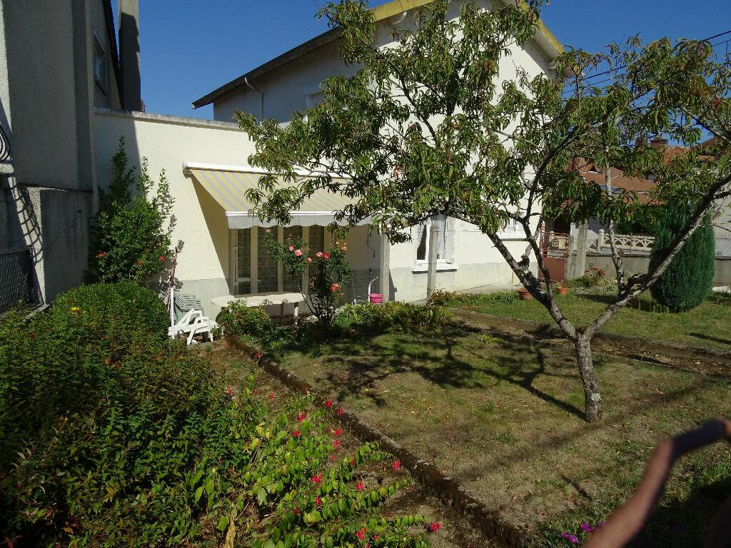 Achat Maison 5 pièces à Saint-Junien - vignette-2