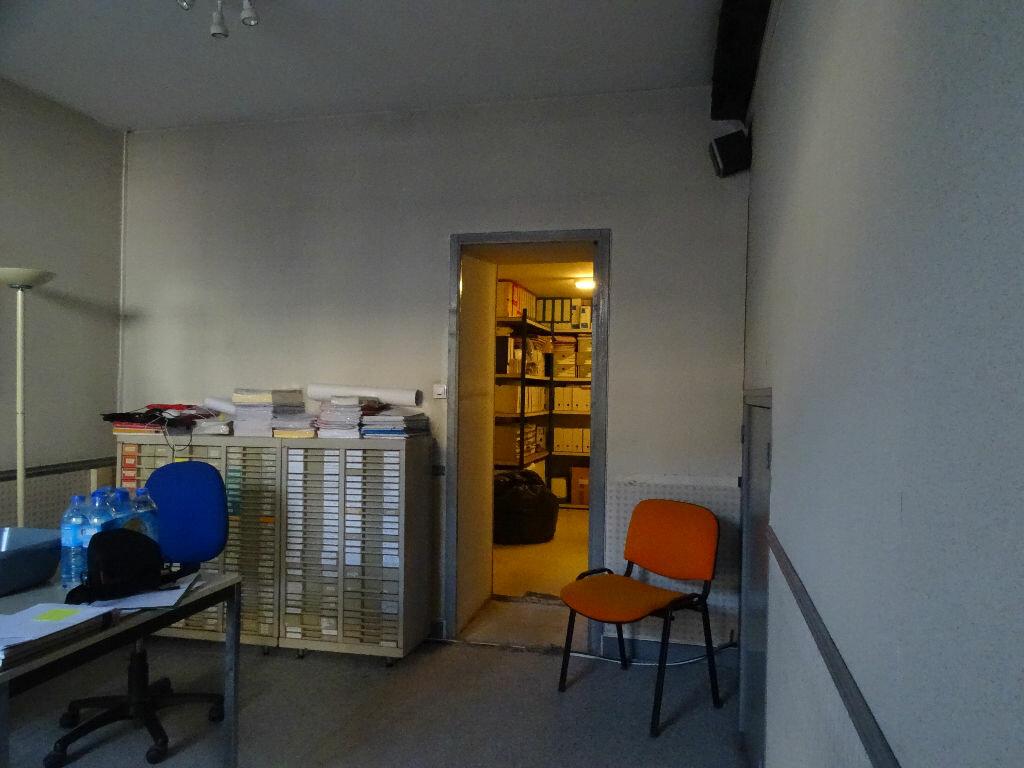 Location Local commercial  à Saint-Junien - vignette-9