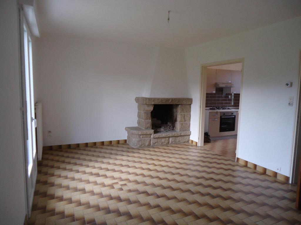 Location Maison 6 pièces à Gouarec - vignette-1