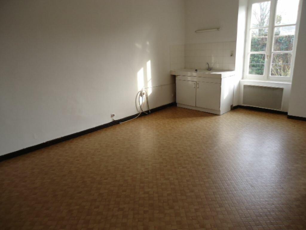 Location Appartement 3 pièces à Rostrenen - vignette-1