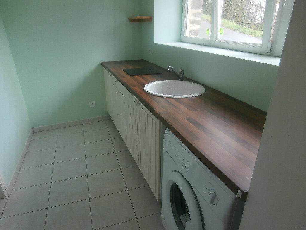 Location Maison 2 pièces à Kergloff - vignette-3