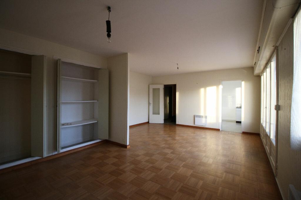 Achat Appartement 1 pièce à Carhaix-Plouguer - vignette-1