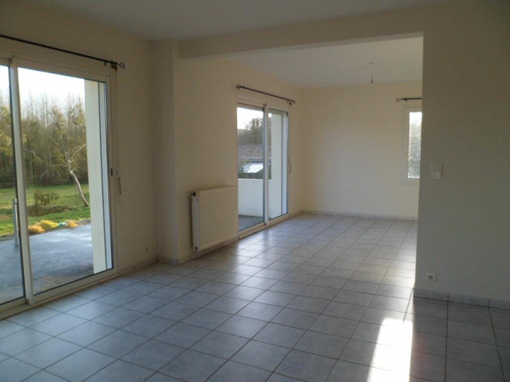 Location Maison 5 pièces à Plouguernével - vignette-1