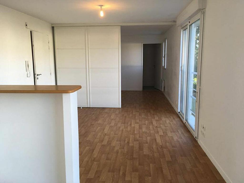 Location Appartement 1 pièce à Carhaix-Plouguer - vignette-1