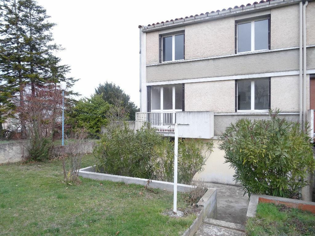 Location Maison 4 pièces à Castres - vignette-1