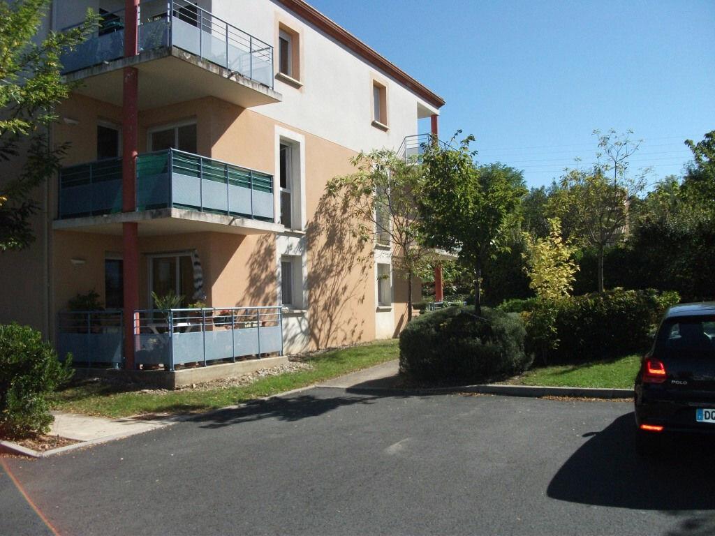 Achat Appartement 3 pièces à Saint-Juéry - vignette-1