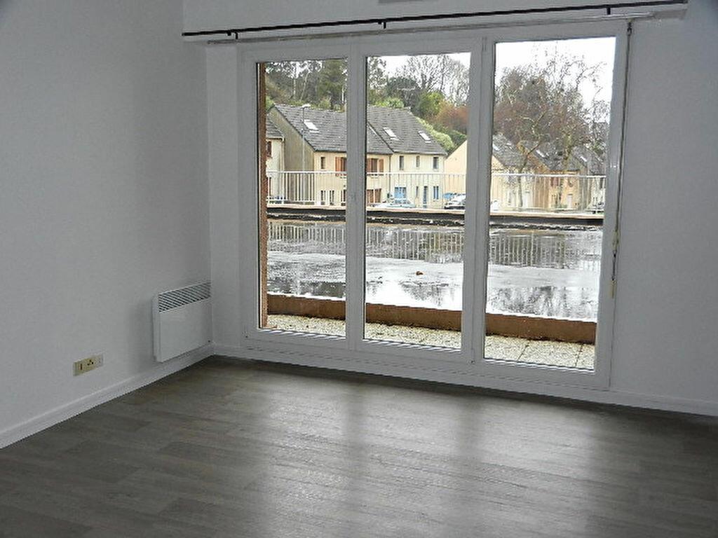 Location Appartement 1 pièce à Équeurdreville-Hainneville - vignette-1