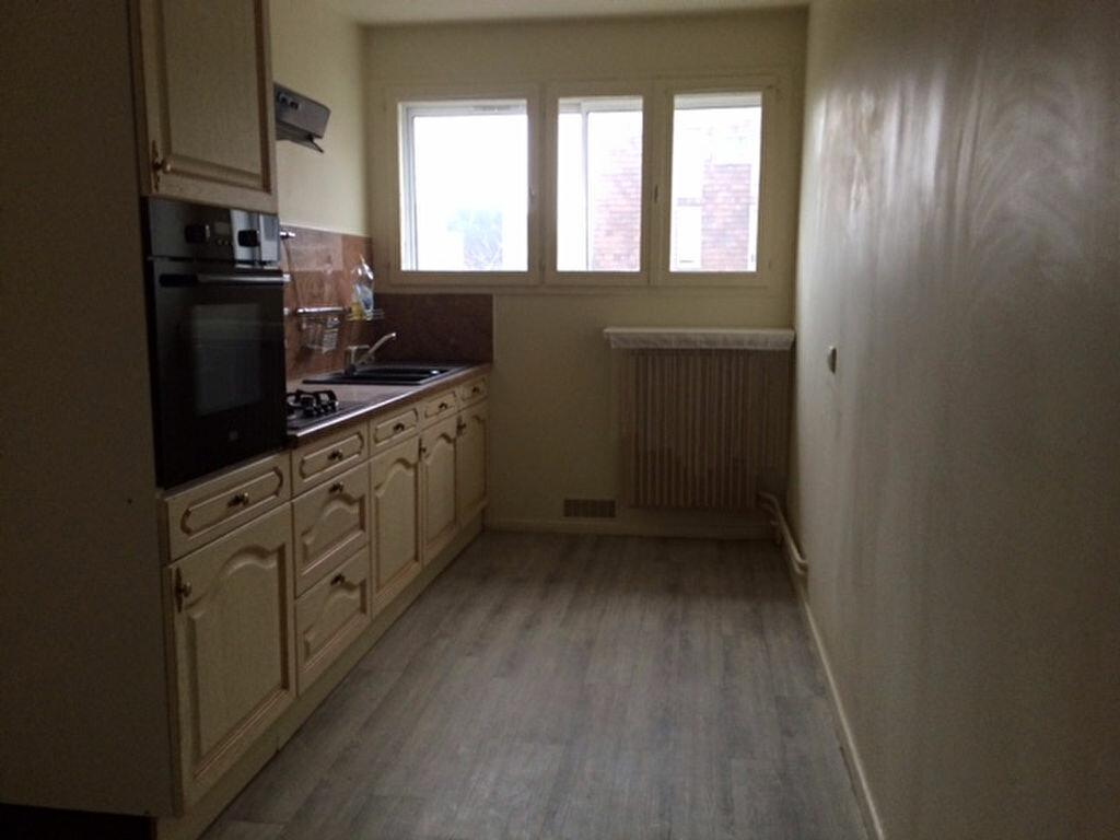 Location Appartement 4 pièces à Cherbourg-Octeville - vignette-3