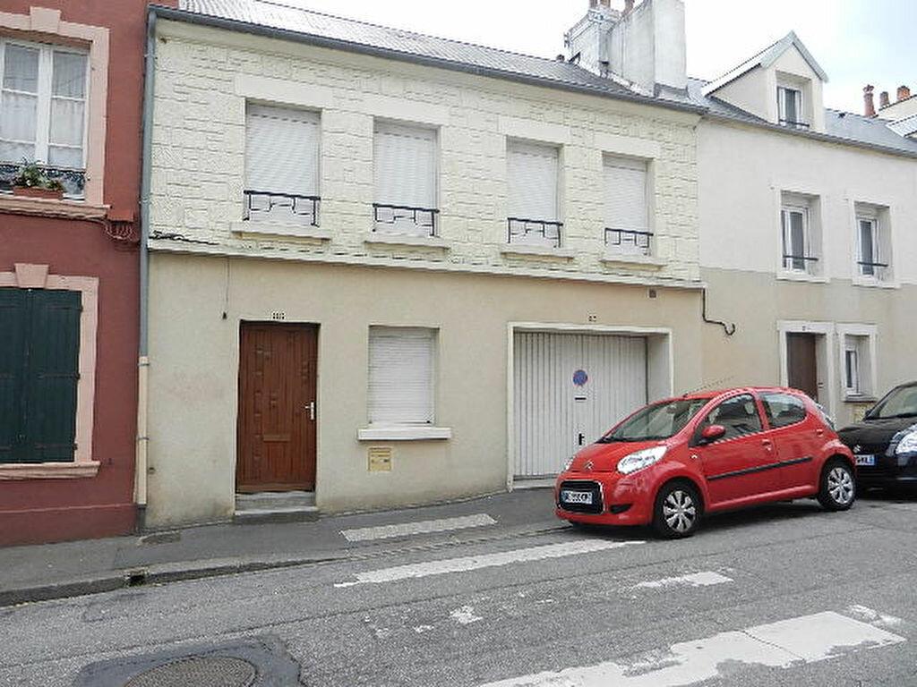 Location Maison 5 pièces à Cherbourg-Octeville - vignette-1