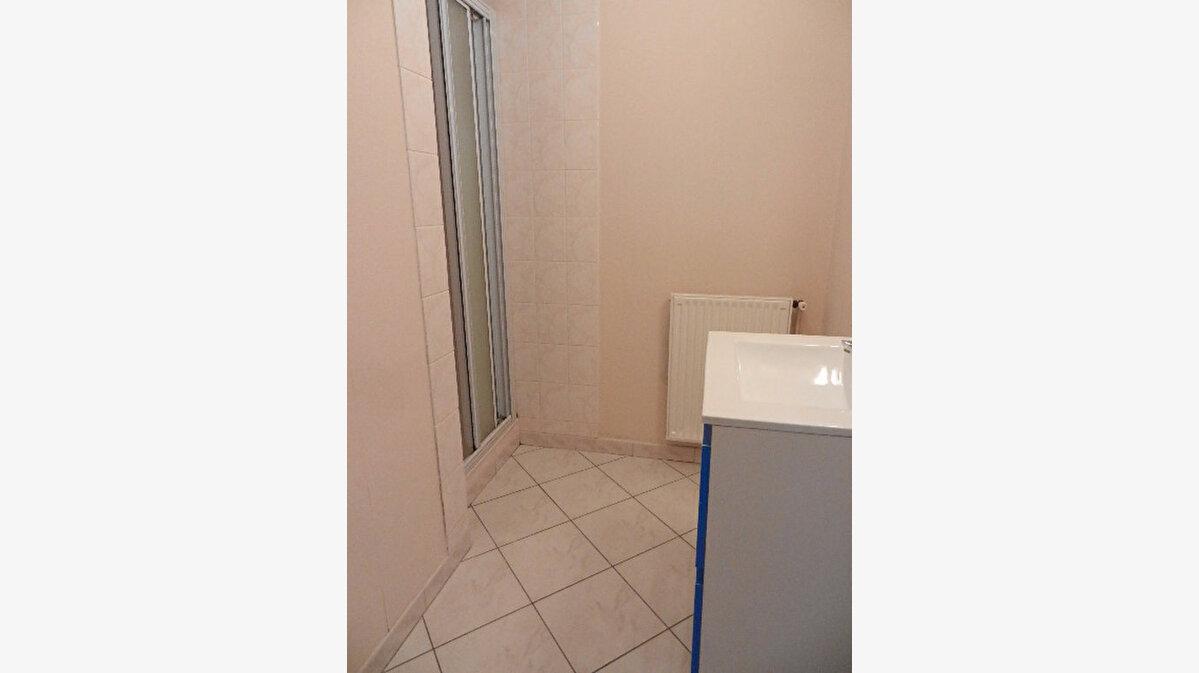 Location Maison 5 pièces à Cherbourg-Octeville - vignette-9