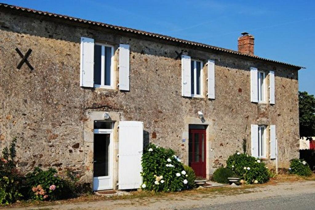 Achat Maison 9 pièces à Saint-Étienne-du-Bois - vignette-1
