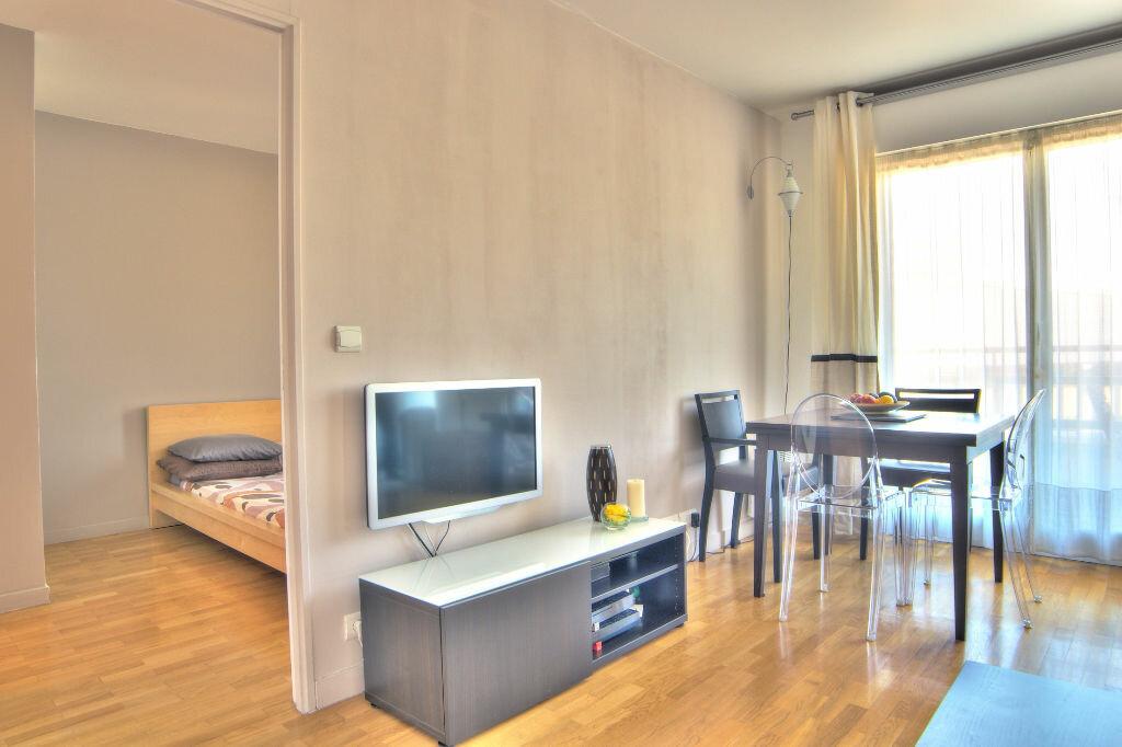 Achat Appartement 2 pièces à Issy-les-Moulineaux - vignette-2