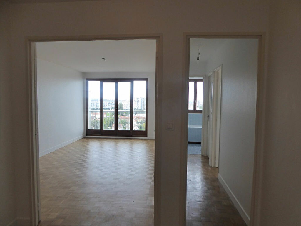 Location Appartement 5 pièces à Châtillon - vignette-3