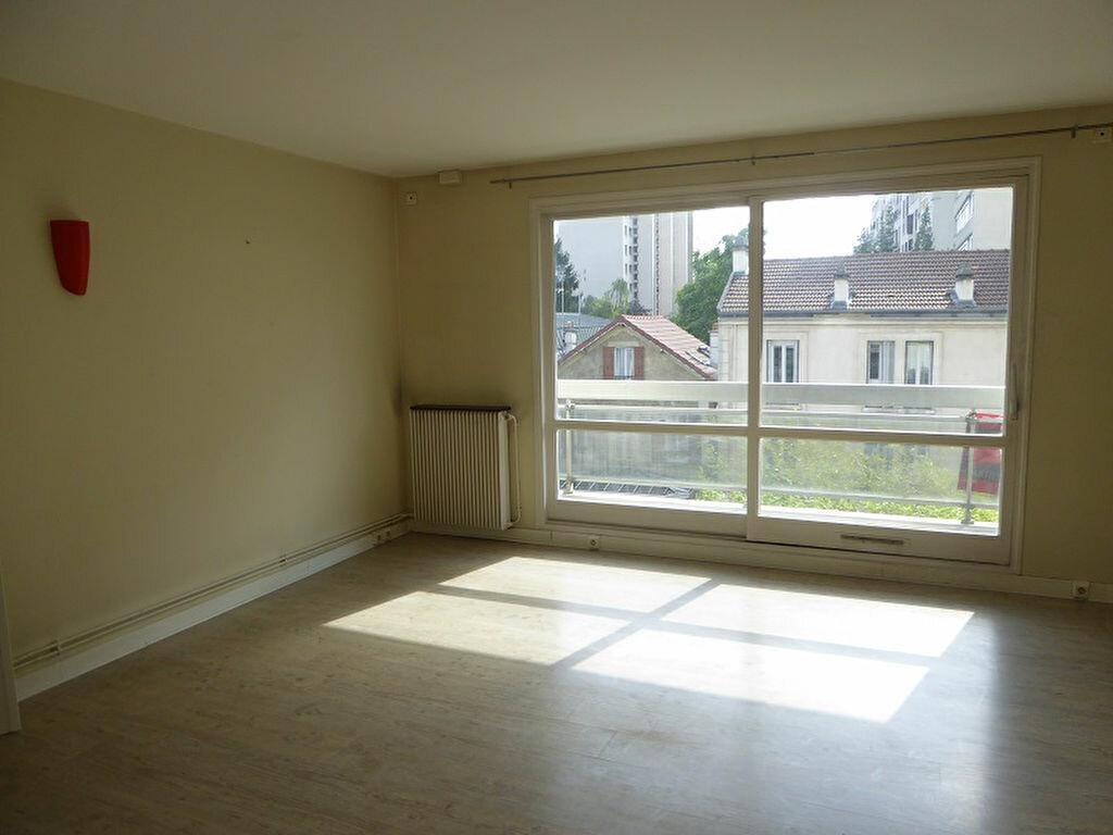 Location Appartement 4 pièces à Châtillon - vignette-1
