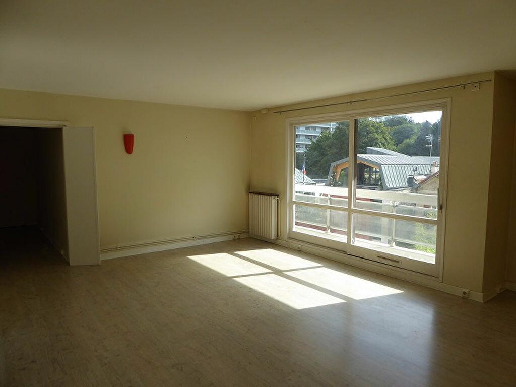 Location Appartement 4 pièces à Châtillon - vignette-3
