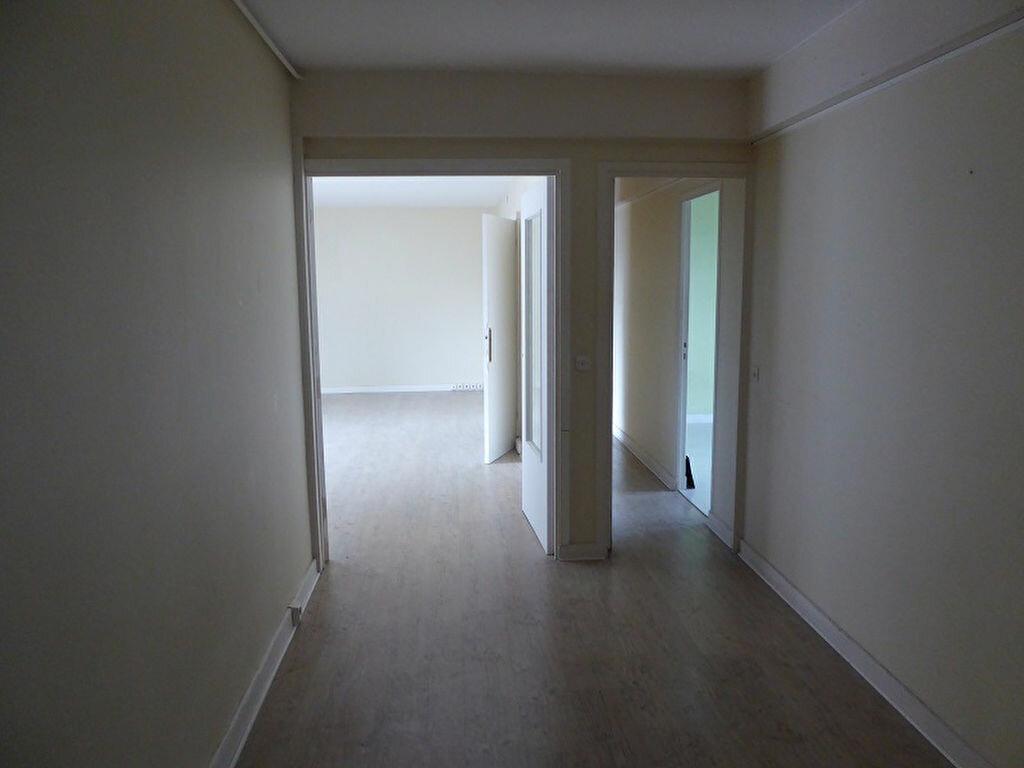 Location Appartement 4 pièces à Châtillon - vignette-4