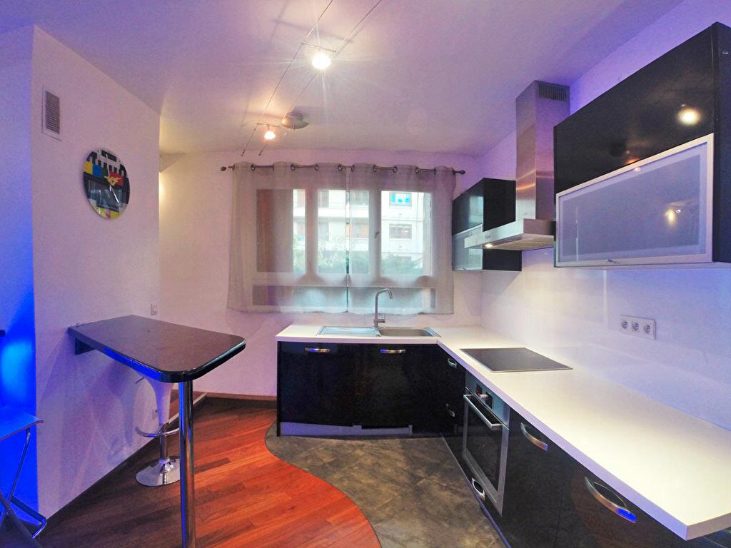 Location Appartement 2 pièces à Joinville-le-Pont - vignette-2