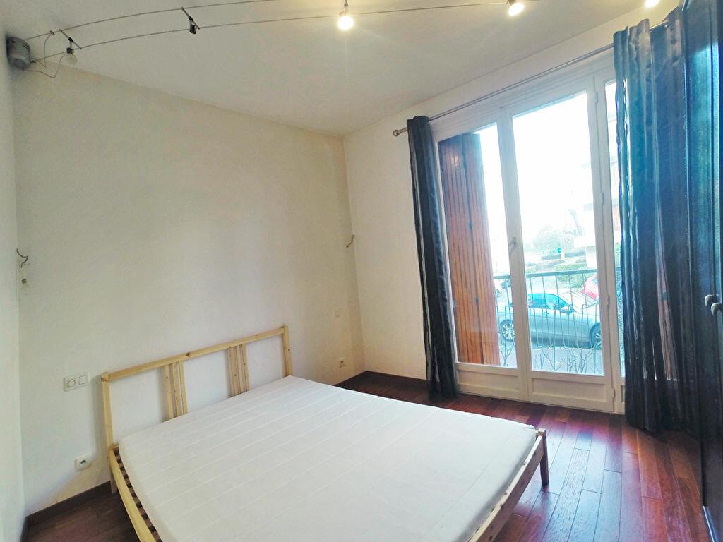 Location Appartement 2 pièces à Joinville-le-Pont - vignette-3