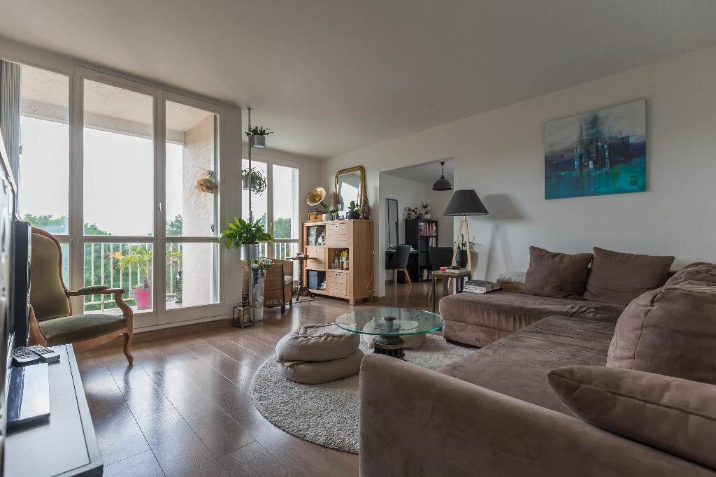 Achat Appartement 4 pièces à Sucy-en-Brie - vignette-2
