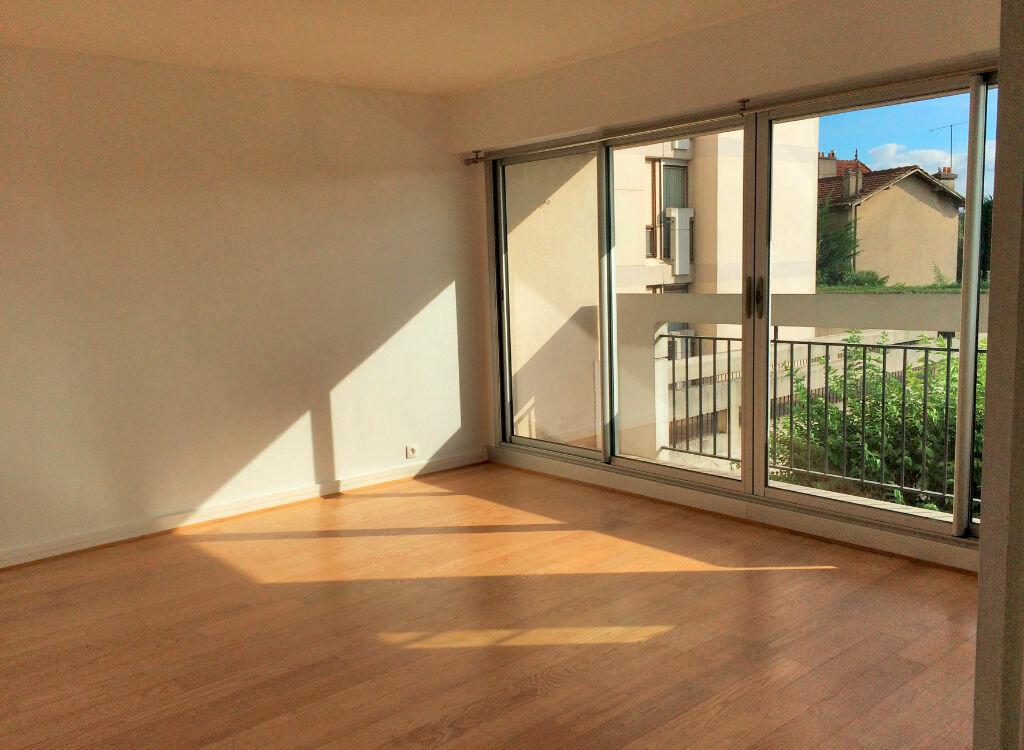Location Appartement 3 pièces à Sucy-en-Brie - vignette-1