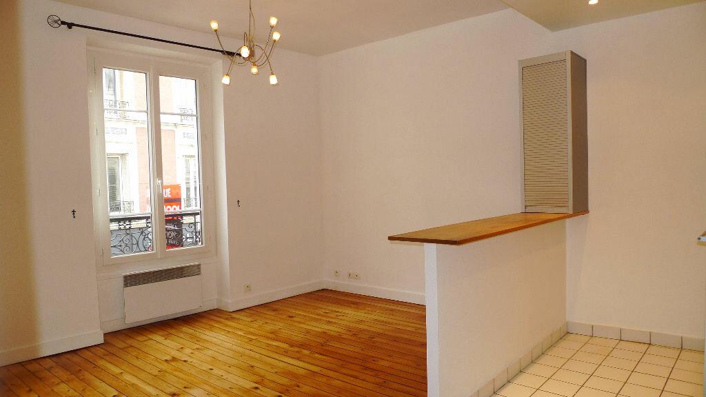 Location Appartement 2 pièces à Nogent-sur-Marne - vignette-1