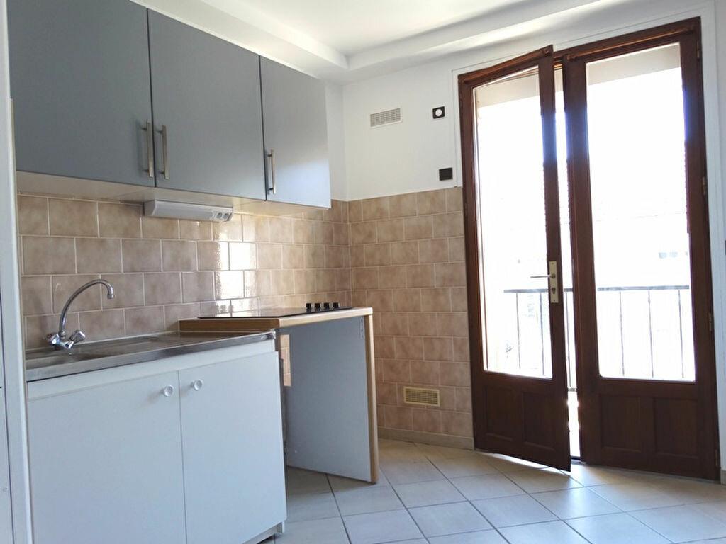 Location Appartement 2 pièces à Mézières-sur-Seine - vignette-3