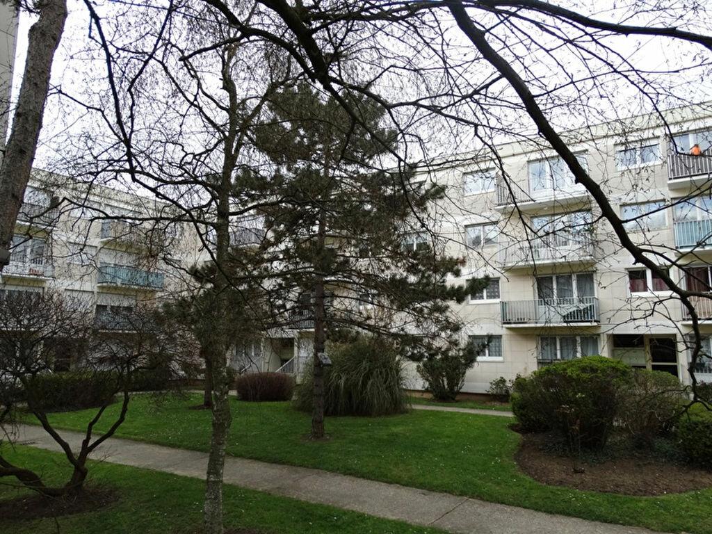 Achat Appartement 4 pièces à Aubergenville - vignette-1