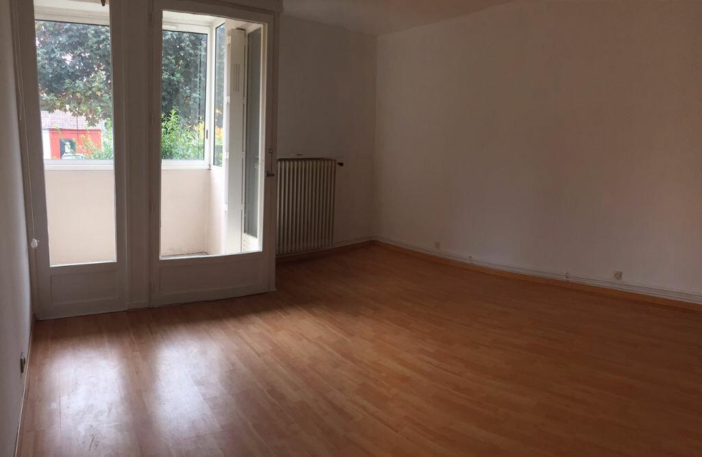 Location Appartement 1 pièce à Maurepas - vignette-1