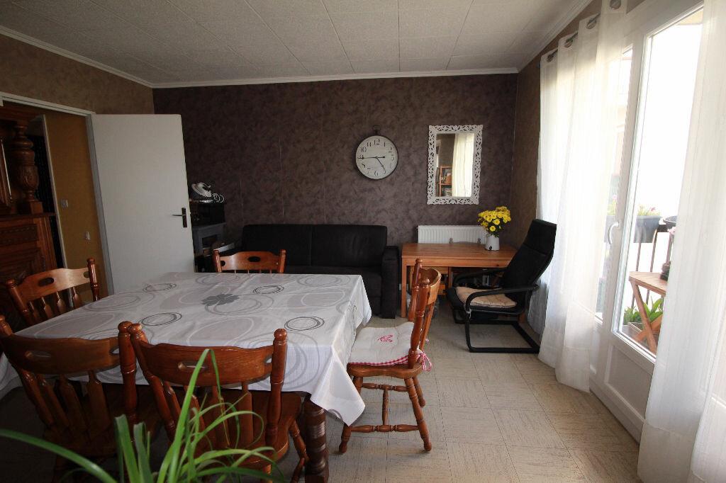 Achat Appartement 4 pièces à Maurepas - vignette-1