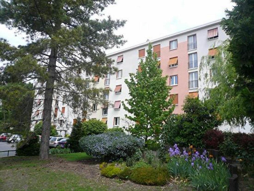 Achat Appartement 3 pièces à Neuilly-Plaisance - vignette-1