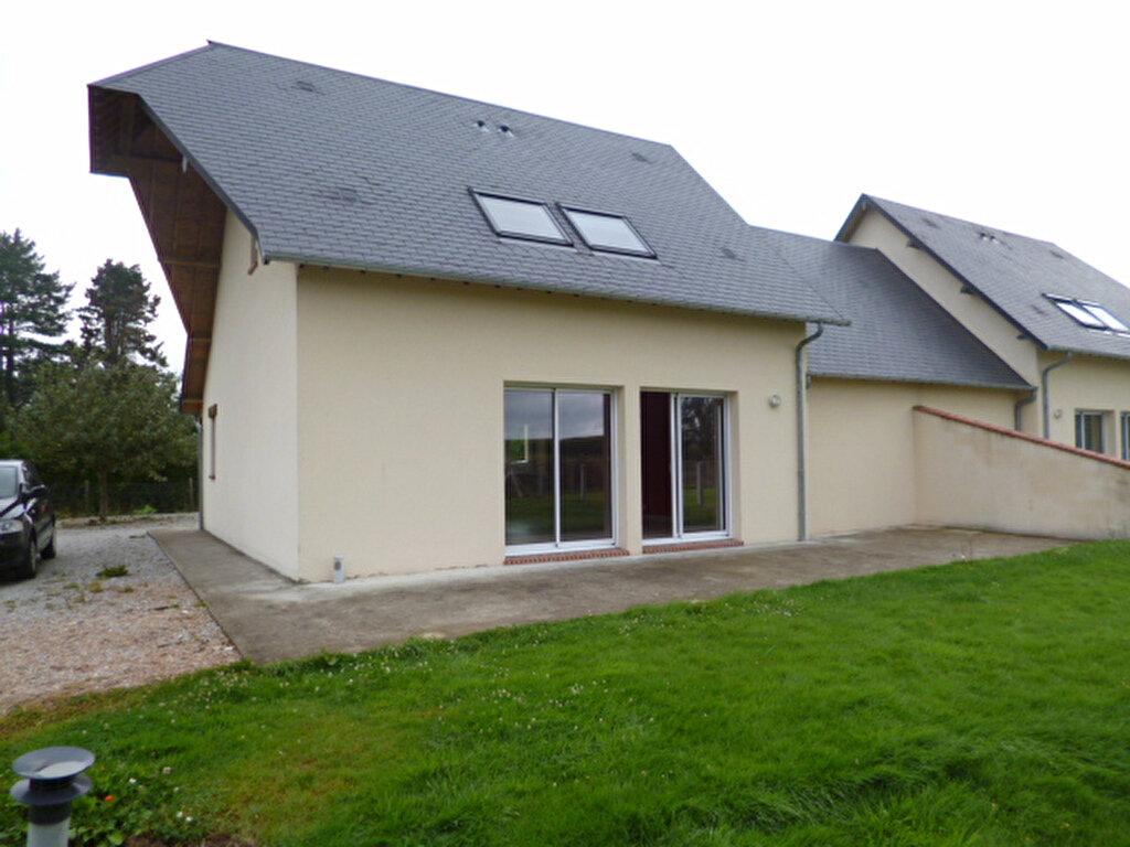 Location Maison 4 pièces à Carsix - vignette-1
