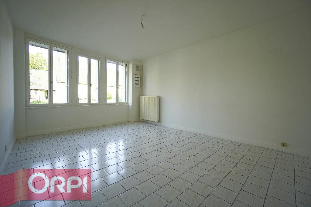 Location Maison 5 pièces à La Chapelle-Hareng - vignette-3