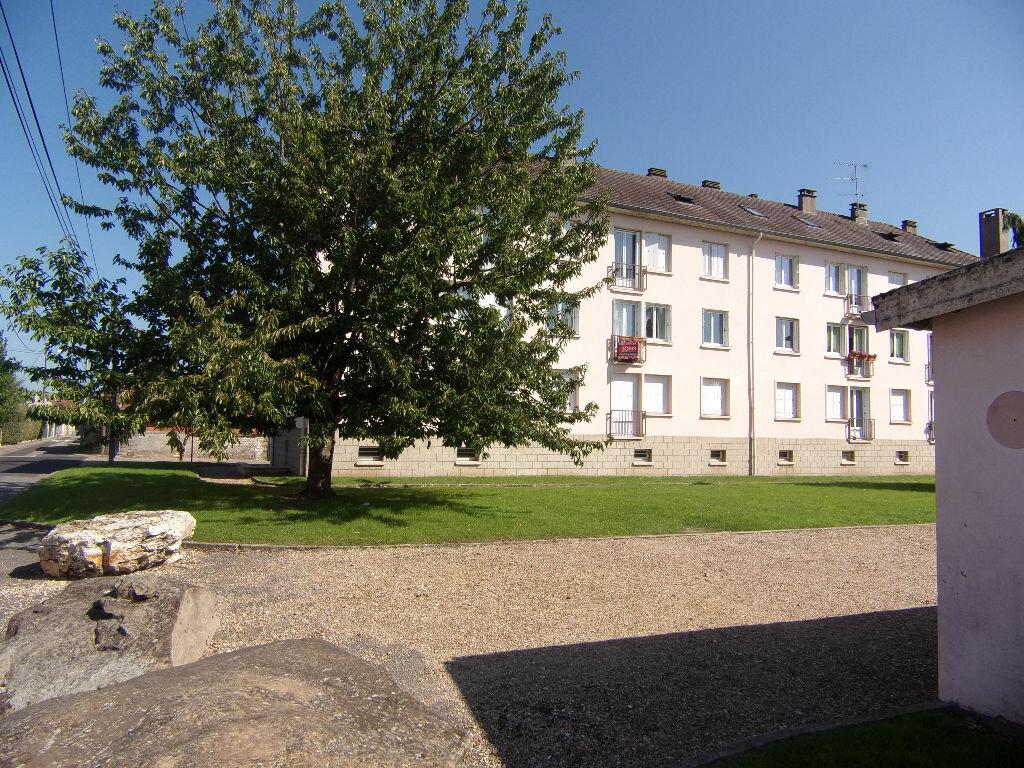 Location Appartement 3 pièces à Le Vaudreuil - vignette-1