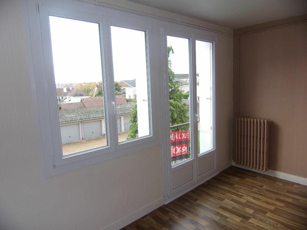 Location Appartement 3 pièces à Le Vaudreuil - vignette-2