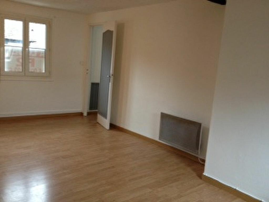 Location Appartement 1 pièce à Pont-de-l'Arche - vignette-1