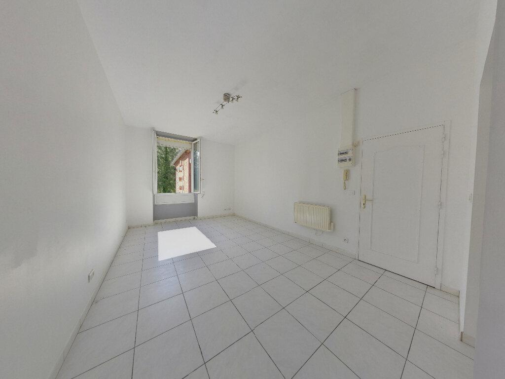 Achat Appartement 1 pièce à Pont-Sainte-Maxence - vignette-1
