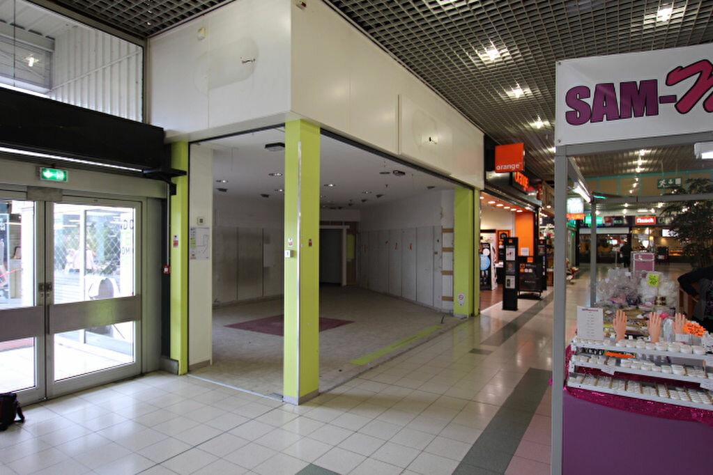 Location Local commercial  à Montivilliers - vignette-1