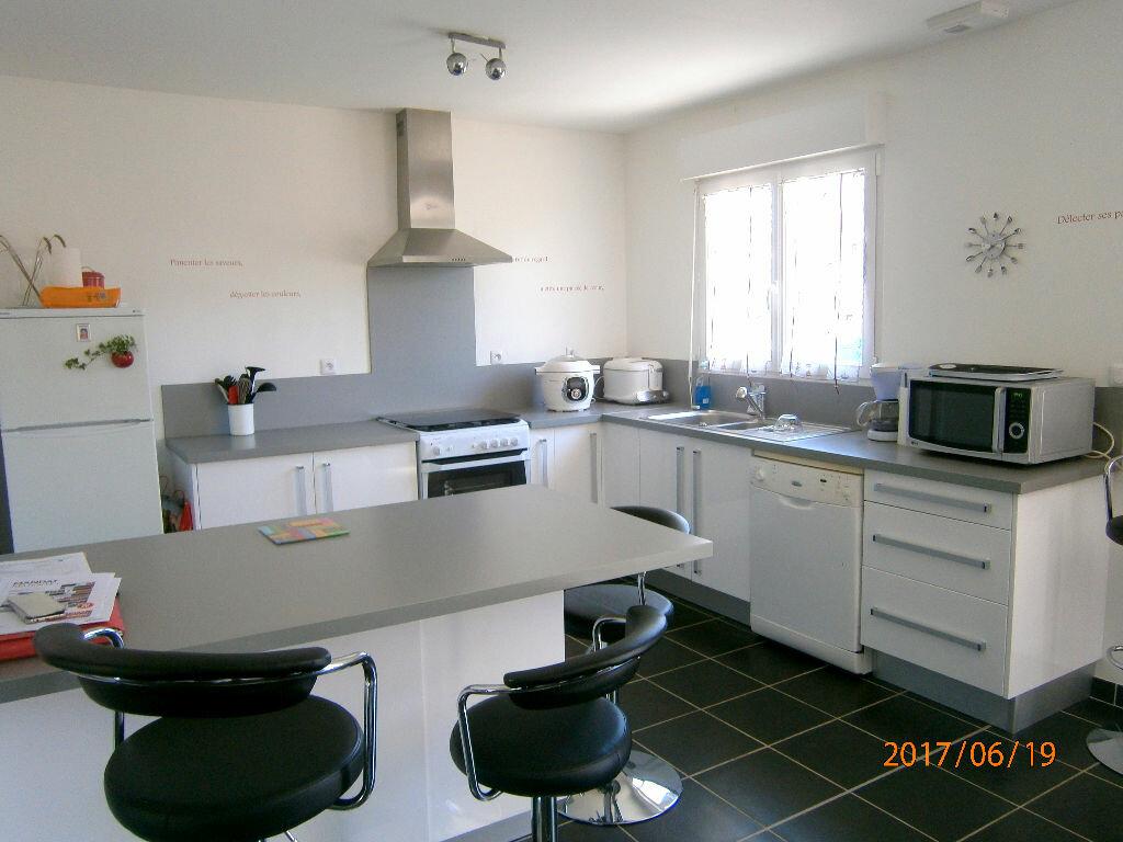 Achat Maison 6 pièces à Saint-Gilles-de-la-Neuville - vignette-2