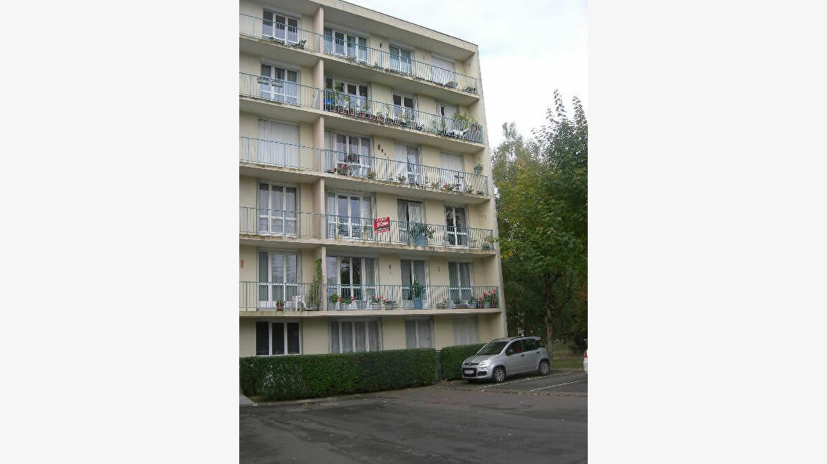 Location Appartement 3 pièces à Chambray-lès-Tours - vignette-1