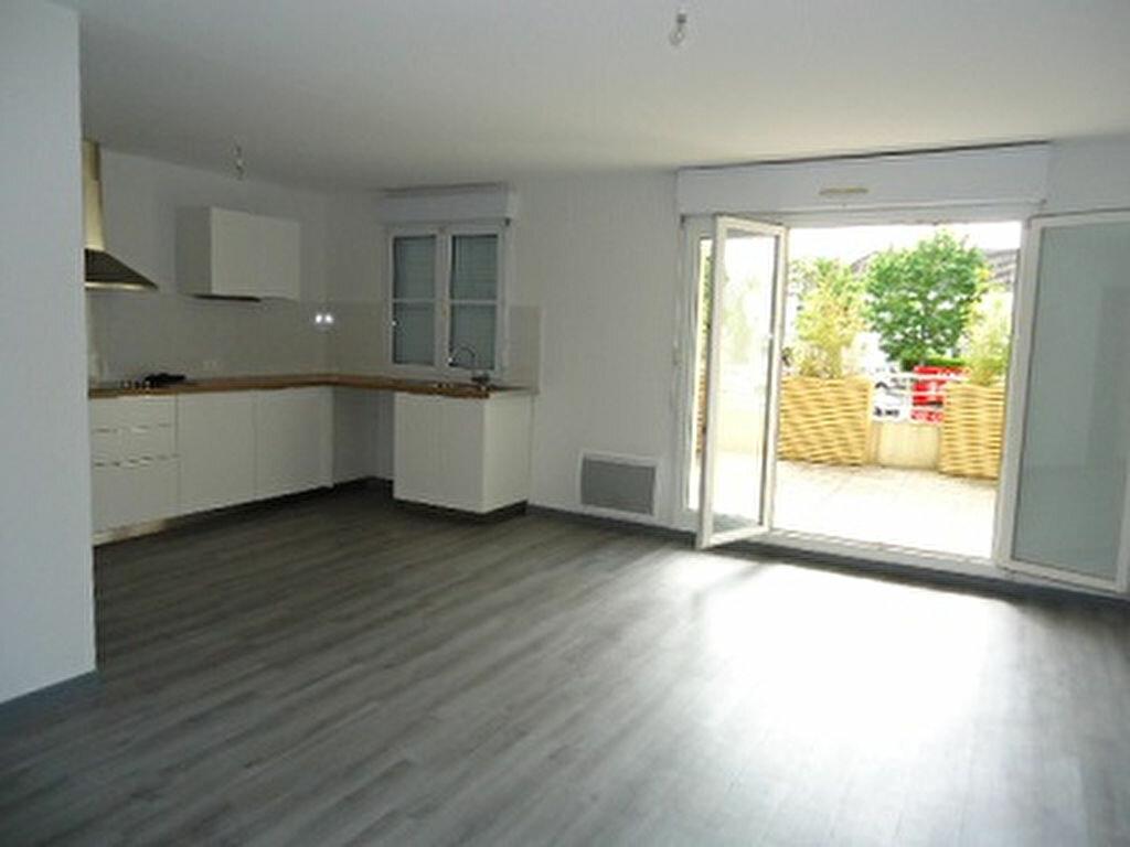 Location Appartement 3 pièces à Saint-Cyr-sur-Loire - vignette-1