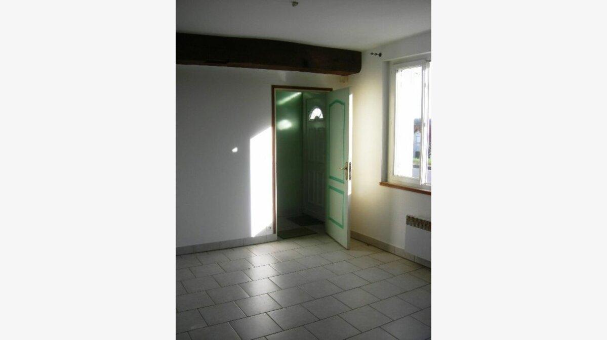 Location Appartement 2 pièces à Saint-Genouph - vignette-1