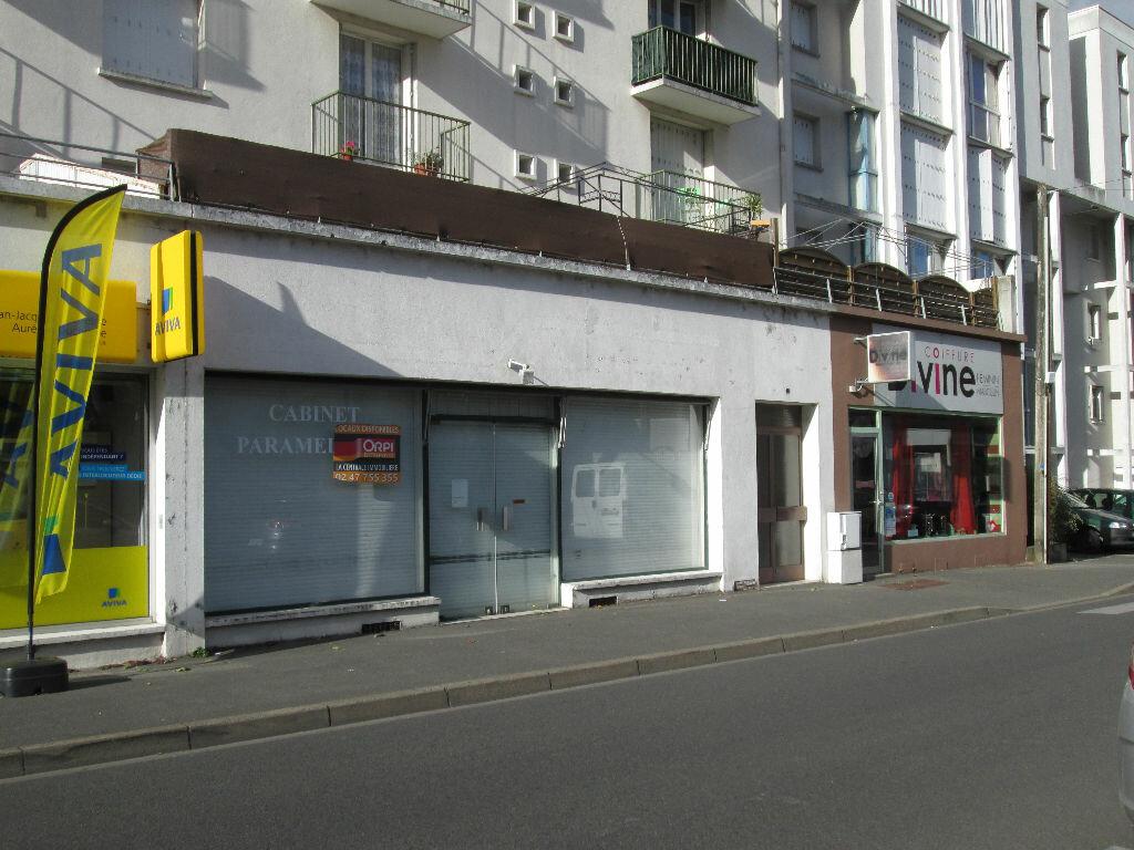 Location Local commercial  à Joué-lès-Tours - vignette-1