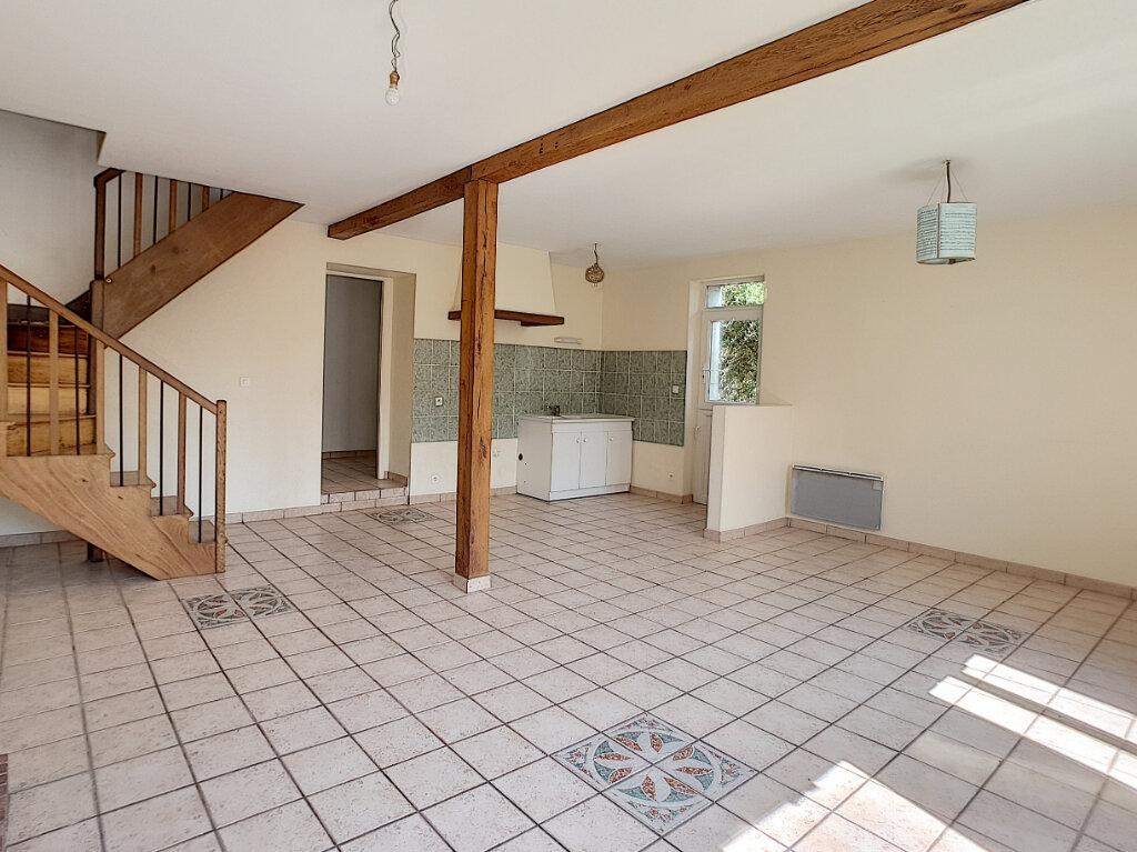 Location Maison 3 pièces à Villaines-les-Rochers - vignette-2