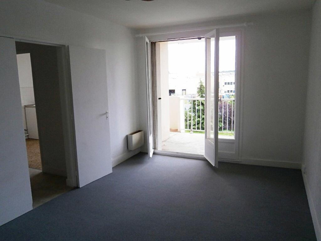 Achat Appartement 1 pièce à Joué-lès-Tours - vignette-1