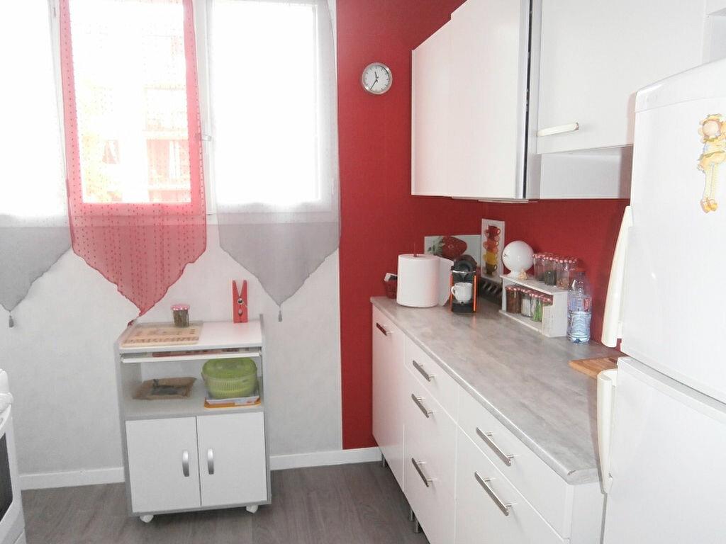 Achat Appartement 4 pièces à Joué-lès-Tours - vignette-2