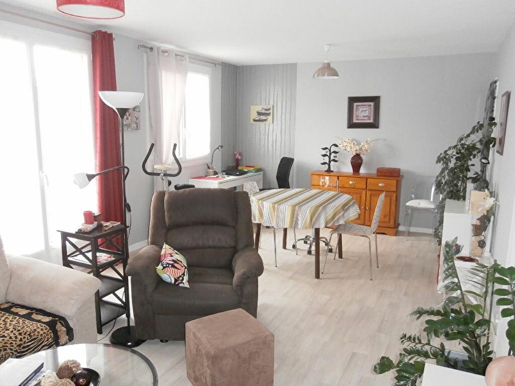 Achat Appartement 4 pièces à Joué-lès-Tours - vignette-4