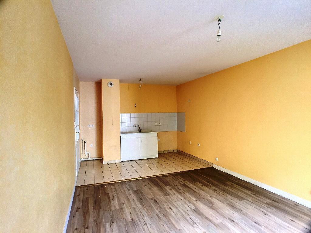 Location Appartement 3 pièces à Joué-lès-Tours - vignette-3