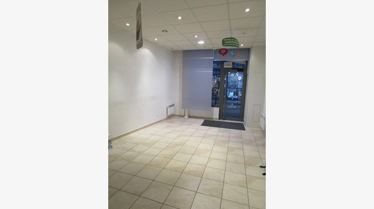 Location Local commercial  à Houilles - vignette-1