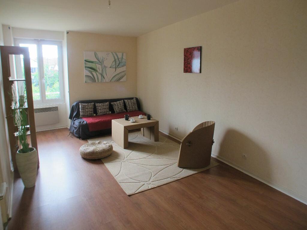 Location Appartement 4 pièces à Chaumont - vignette-2