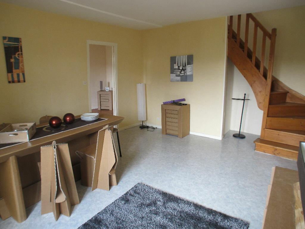 Location Appartement 4 pièces à Chaumont - vignette-4